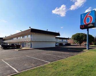 Motel 6 Lubbock - Lubbock - Building