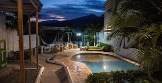 Green Nomads Hostel - Santa Fe de Antioquia - Piscina