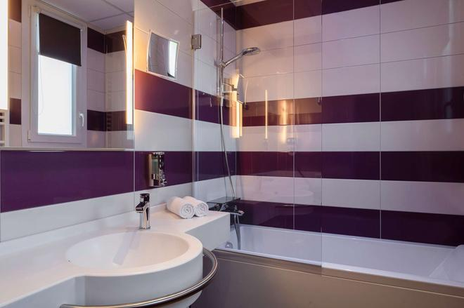 The Originals City, Hôtel le Saint-Martial, Limoges (Inter-Hotel) - Limoges - Bathroom