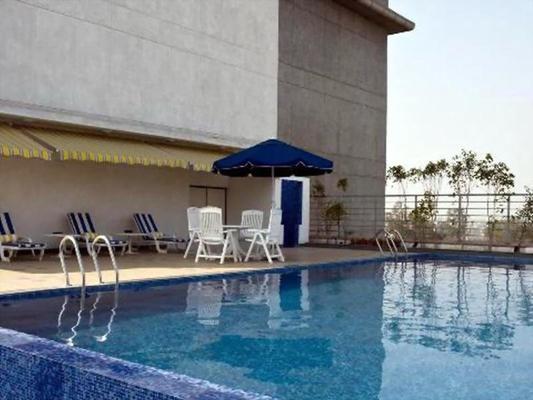 金奈檸檬樹酒店 - 欽奈 - 欽奈 - 游泳池
