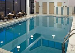DoubleTree by Hilton Pittsburgh - Monroeville Convention Cen - Monroeville - Pool