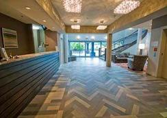 Travelodge by Wyndham Parksville - Parksville - Lobby