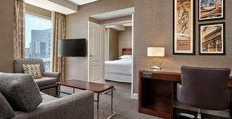 Sheraton Suites Calgary Eau Claire - Calgary - Wohnzimmer