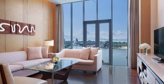 The Oct Harbour, Shenzhen - Marriott Executive Apartments - Shenzhen - Living room