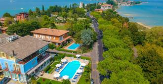 Hotel Suisse - Sirmione - Building