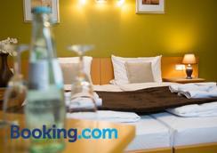 Garni Hotel Rödelheimer Hof - Frankfurt am Main - Bedroom