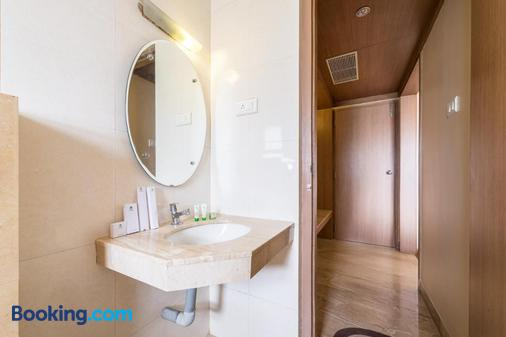 Treebo Trend Ess Grande - Coimbatore - Bathroom