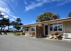 Waikanae Beach Top 10 Holiday Park - Gisborne - Building