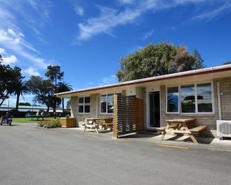 Waikanae Beach Top 10 Holiday Park - Gisborne - Gebouw