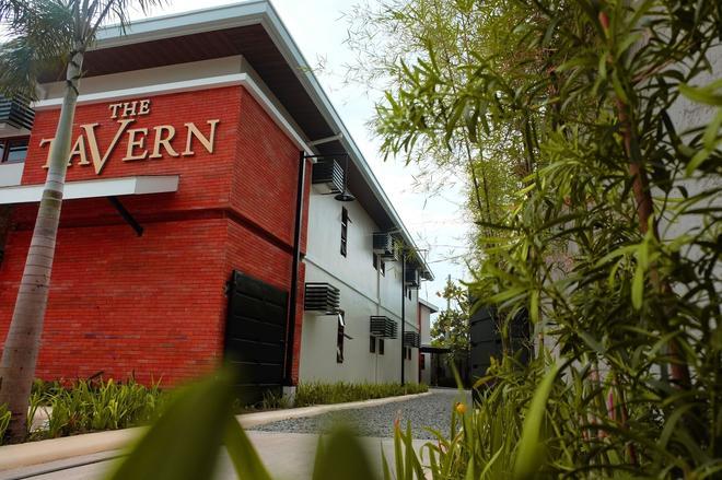 The Tavern Hotel - San Fernando - Building