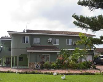 Quest Lodge - Accra - Toà nhà