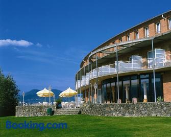 Hotel Riu Fluvià - Olot - Building