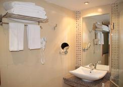 Best Western Plus Meridian Hotel - Nairobi - Bathroom