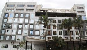 Best Western Plus Meridian Hotel - Ναϊρόμπι - Κτίριο