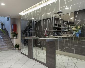 Hotel Veronesi - Brenzone - Front desk