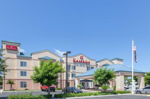 Ramada by Wyndham Fresno Northwest - Fresno - Building