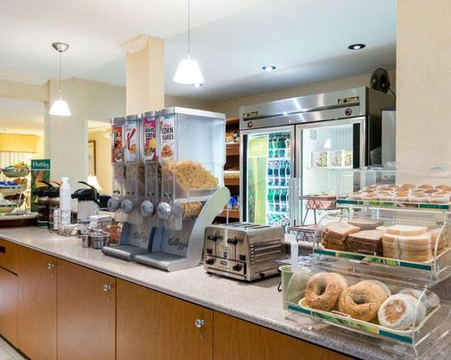 Quality Inn - Newark - Buffet