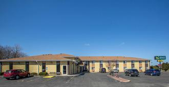 Quality Inn & Suites - West Bend - Edificio