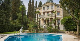 Villa Vittoria - Gardone Riviera - Pool