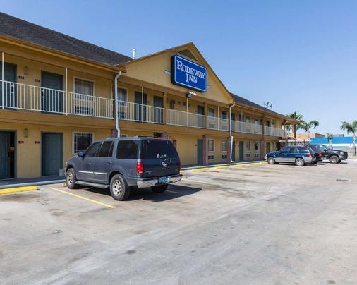 Rodeway Inn - South Houston - Building