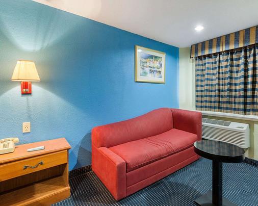 Rodeway Inn - South Houston - Living room