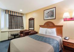 Rodeway Inn - South Houston - Bedroom