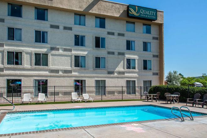 Quality Inn & Suites Garden Of The Gods - Colorado Springs - Building