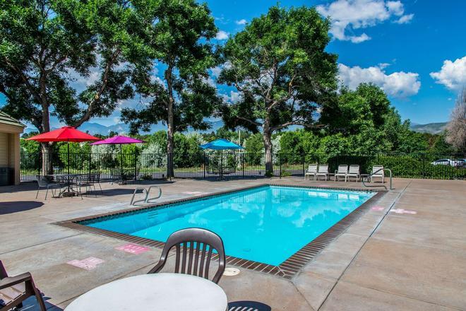 Quality Inn & Suites Garden Of The Gods - Colorado Springs - Pool