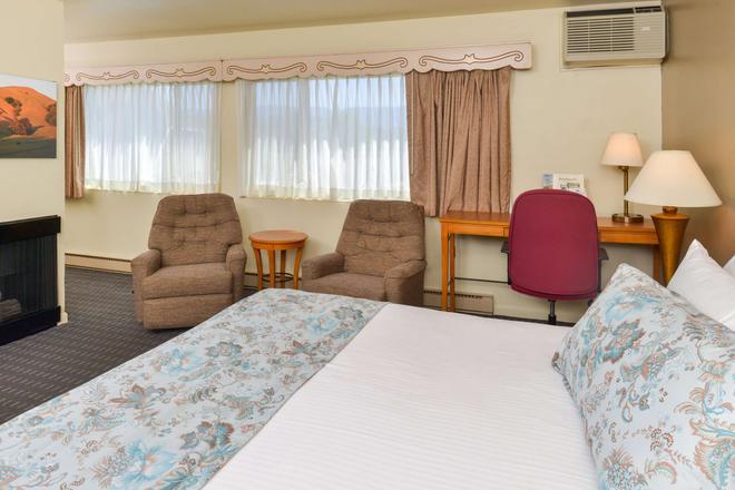 Svendsgaard's Danish Lodge Americas Best Value Inn - Solvang - Bedroom
