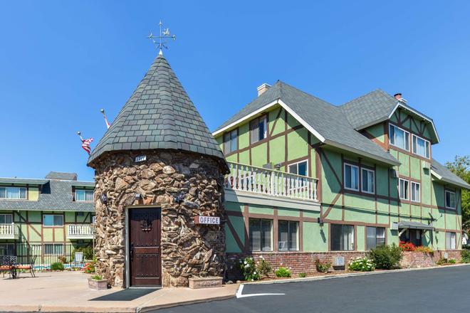 Svendsgaard's Danish Lodge Americas Best Value Inn - Solvang - Building