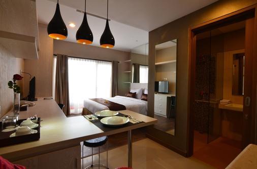 Student Park Hotel - Yogyakarta - Bedroom