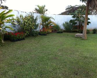 Kuku Royal Lodge - Ndola - Outdoors view