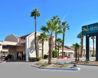Quality Inn & Suites Indio I-10 - Indio - Building