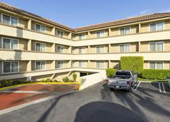 Best Western Plus Newport Mesa Inn - Costa Mesa - Building