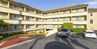Best Western Plus Newport Mesa Inn - Costa Mesa