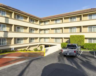 Best Western Plus Newport Mesa Inn - Costa Mesa - Edificio
