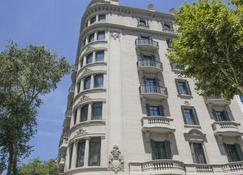 Casagrand Luxury Suites - Barcelona - Building