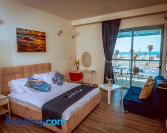 Sur La Mer Boutique Hotel Ashdod - Ashdod - Bedroom