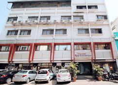 Hotel Gurukripa - Daman - Front desk