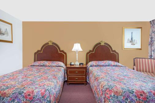 Knights Inn Emporia - Emporia - Bedroom