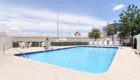 Motel 6 Albuquerque Midtown - Albuquerque - Pool