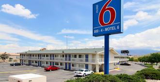 Motel 6 Albuquerque Midtown - Albuquerque - Building