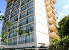 The Courtleigh Hotel And Suites - Kingston - Edificio