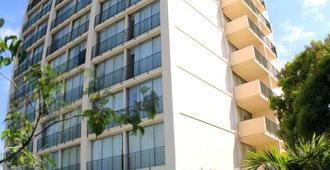 The Courtleigh Hotel And Suites - Kingston - Edificio