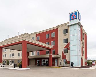 Motel 6 Moosomin Sk - Moosomin - Building