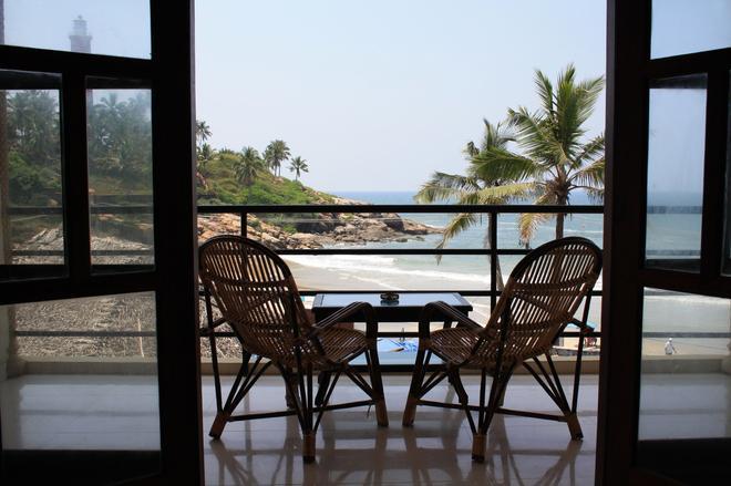 The Ocean Park Beach Resort - Thiruvananthapuram - Parveke