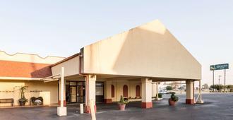 Quality Inn Blytheville I-55 - Blytheville - Building