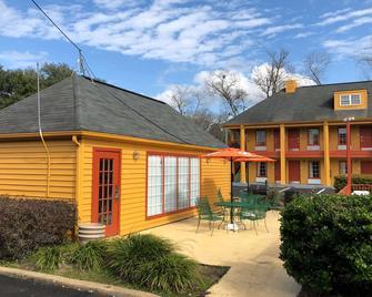 Baymont by Wyndham Selma - Selma - Building