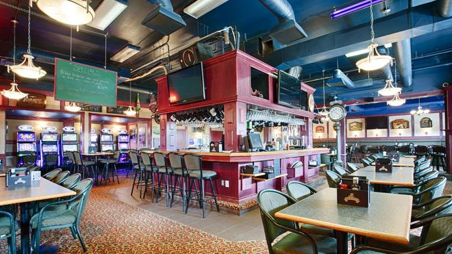 Best Western High Road Inn - Edson - Bar