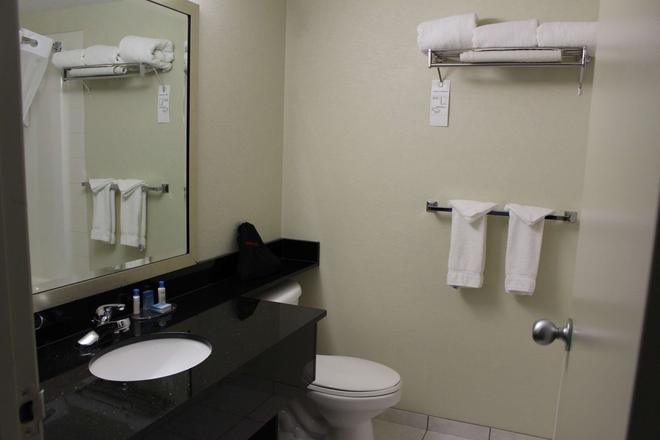 Best Western High Road Inn - Edson - Bathroom